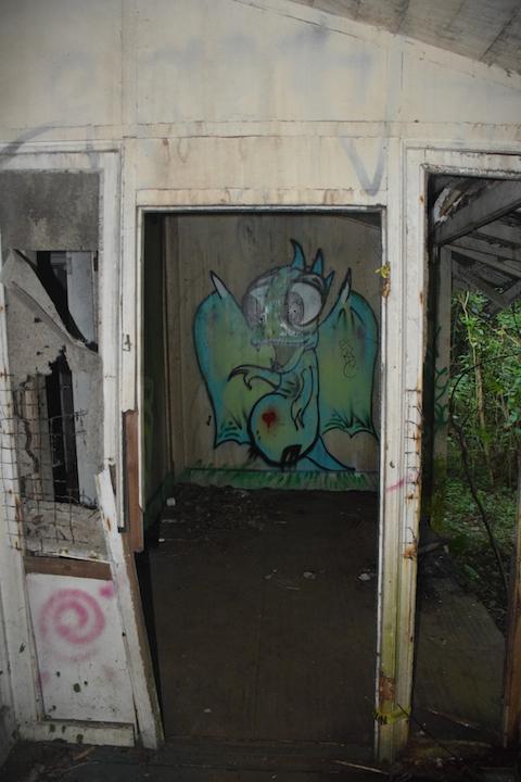 Oahu, Hawaii, dragon, graffiti, mural