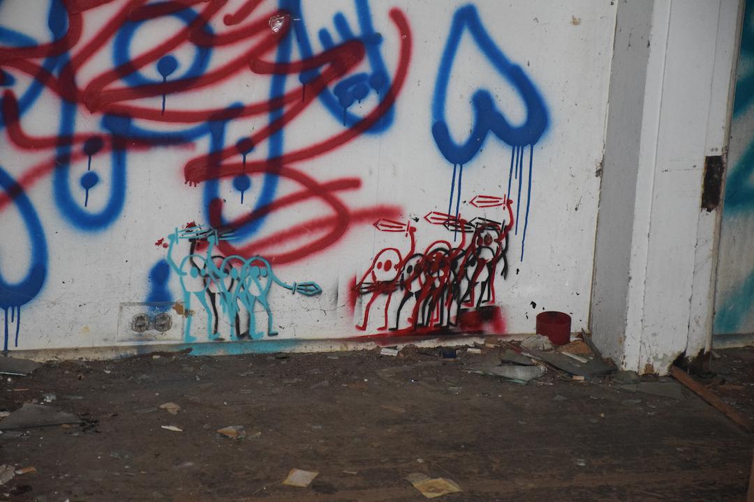 graffiti, fighting, Oahu, Hawaii, abandoned