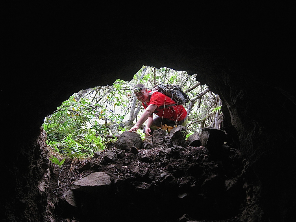 Hawaii, Oahu, Caves, Hiking, Waimalu, ditch, McCandless ditch, tunnel, irrigation, caving, spelunking, underground, underworld